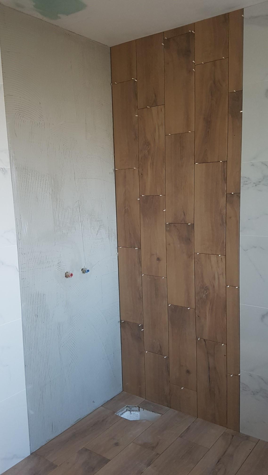 lepenie obkladu v kúpeľne 2 (Bat)